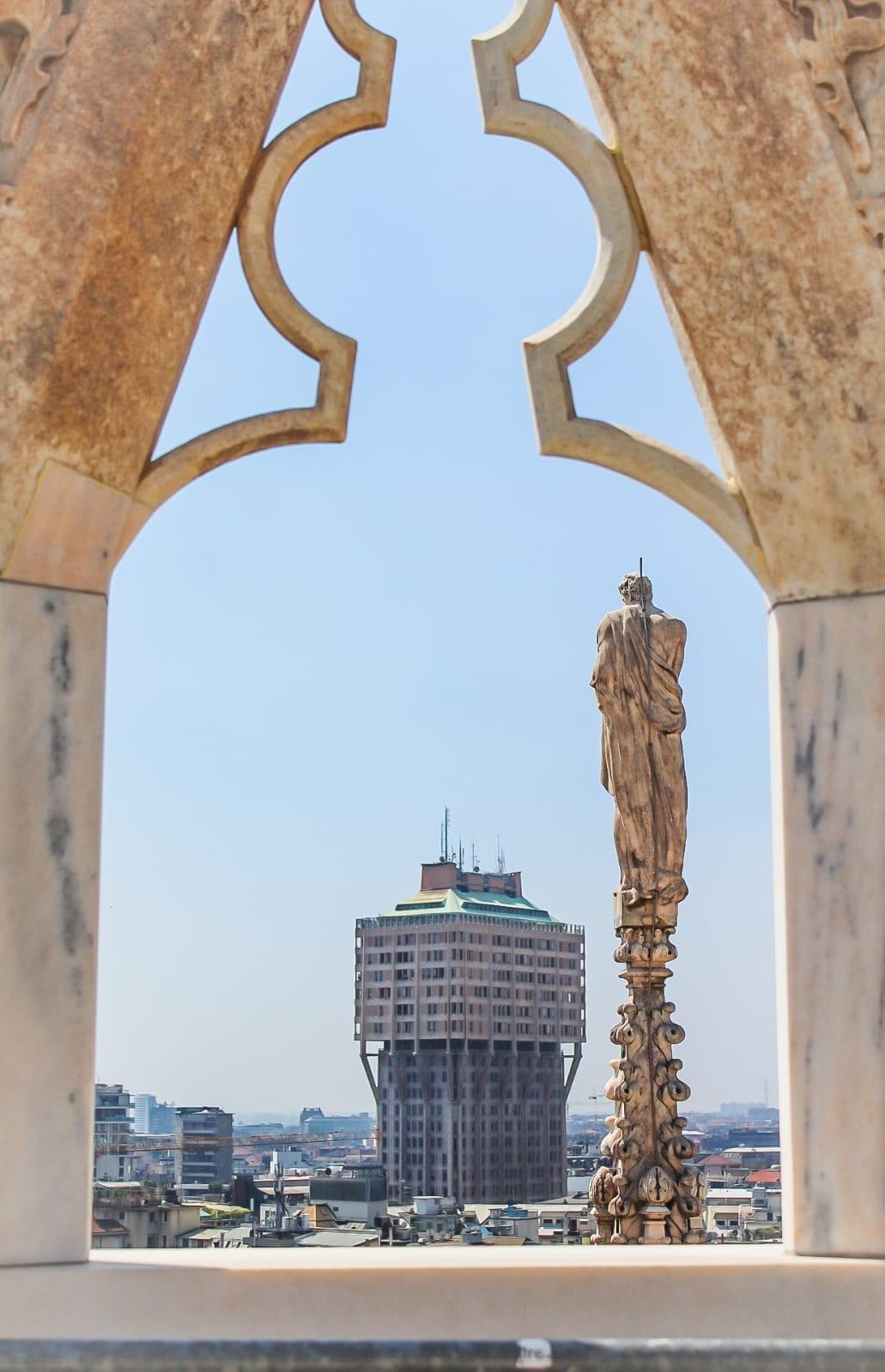 Torre Velasca vista dal Duomo. ©2019 Alessandro Barberio