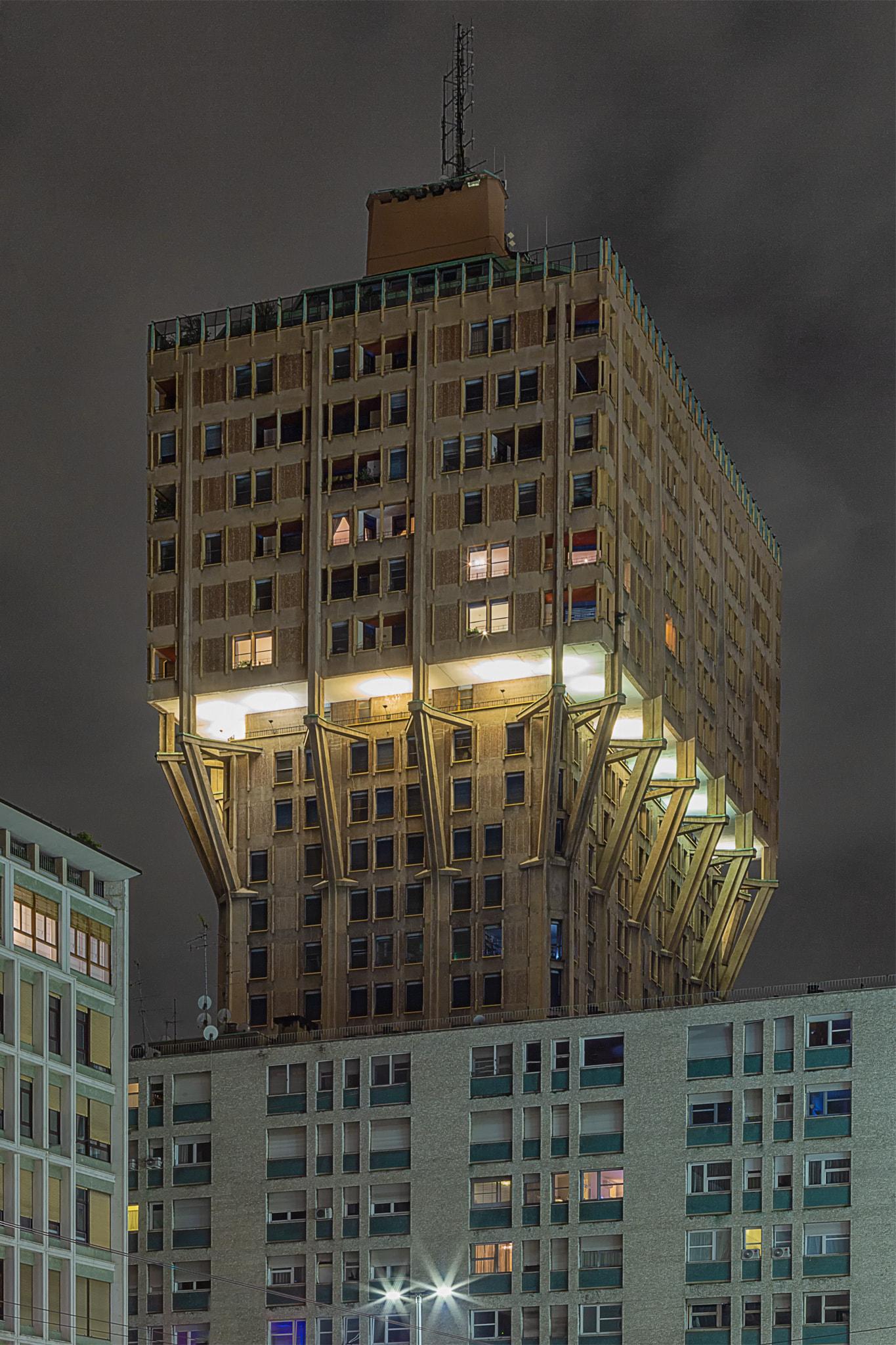 Torre Velasca illuminazione serale. © Alessandro Businaro