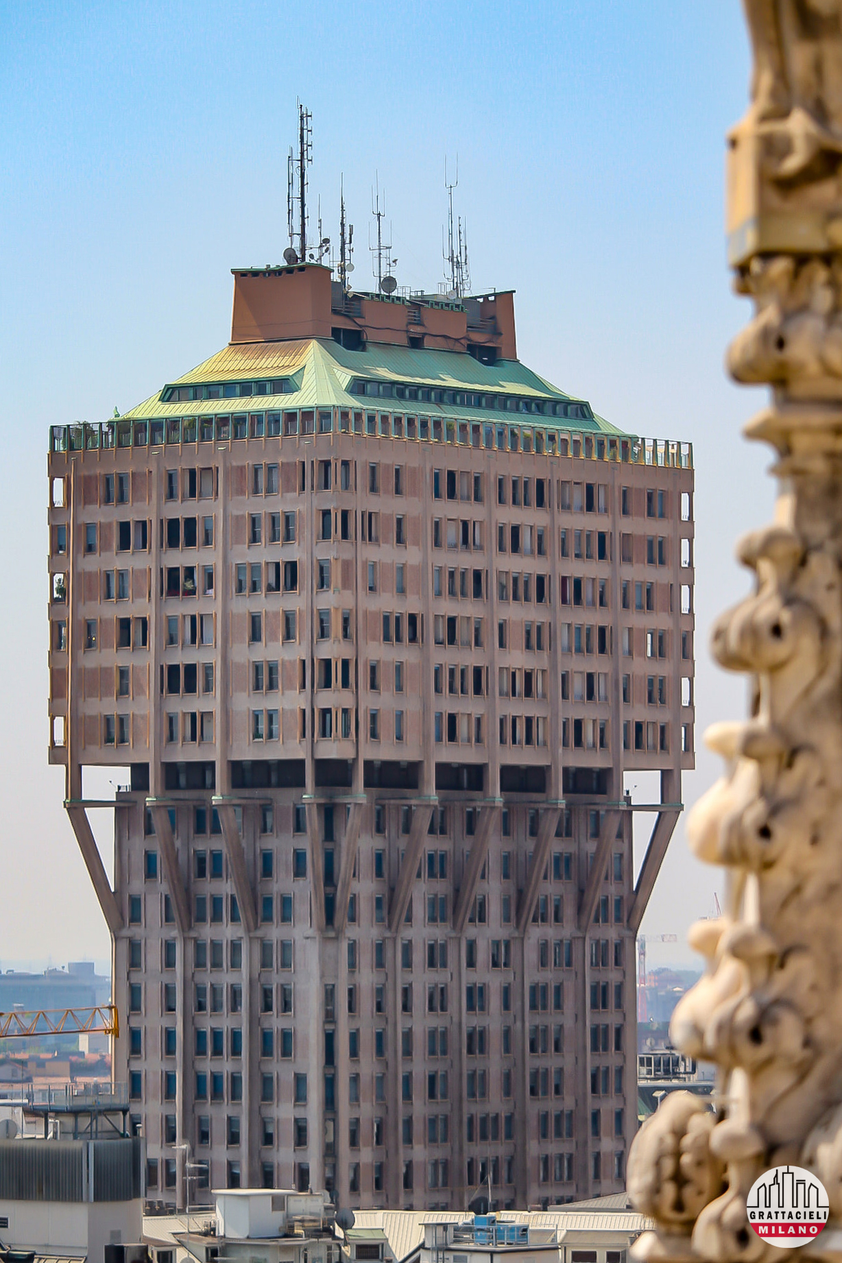 Torre Velasca vista dal Duomo. ©2020 Alessandro Barberio